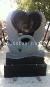 Памятник гранит лебедь с сердцем